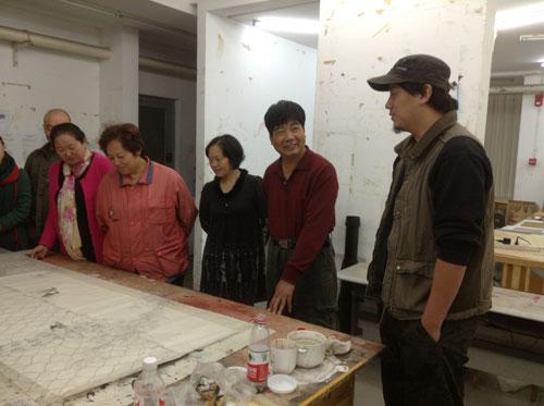 <b>与中央美院贾国强老师在教学现场</b>